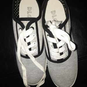 DLG sneakers sz 6